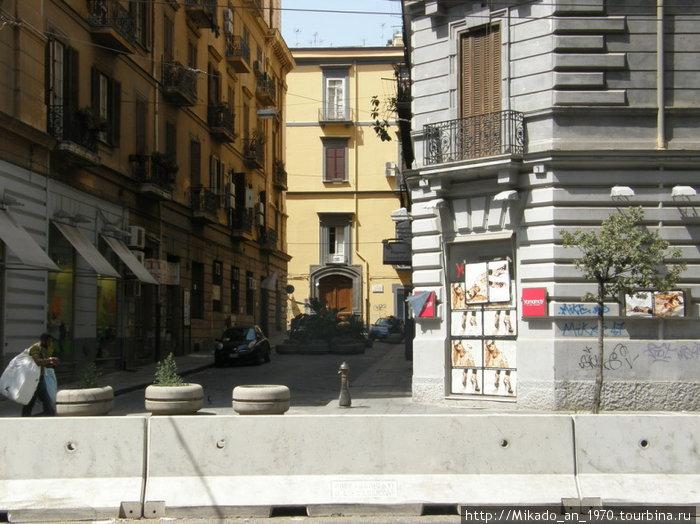 Неаполь — одна из улочек на корсо Умберто