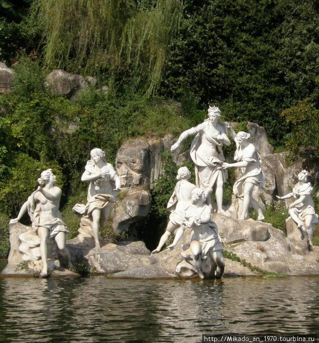 Нимфы в верхнем бассейне