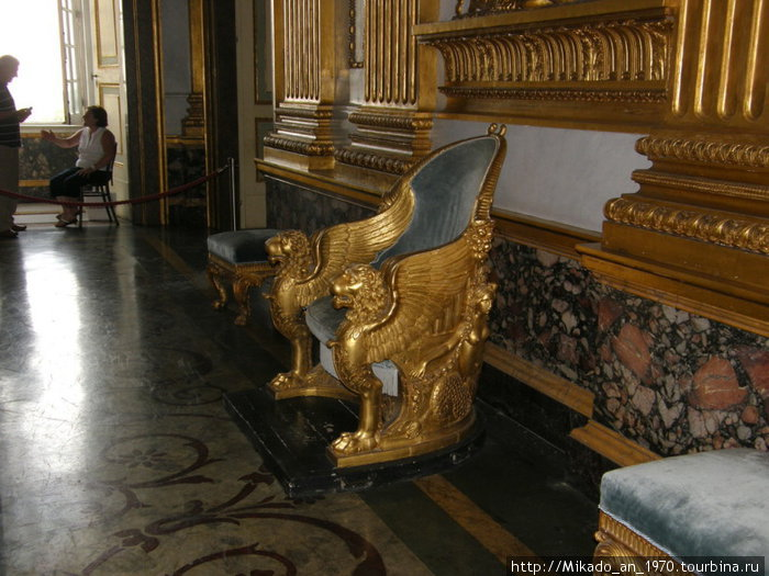 Трон Неаполитанской династии