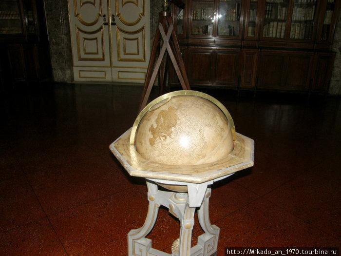 Глобус, наверное тоже королевский