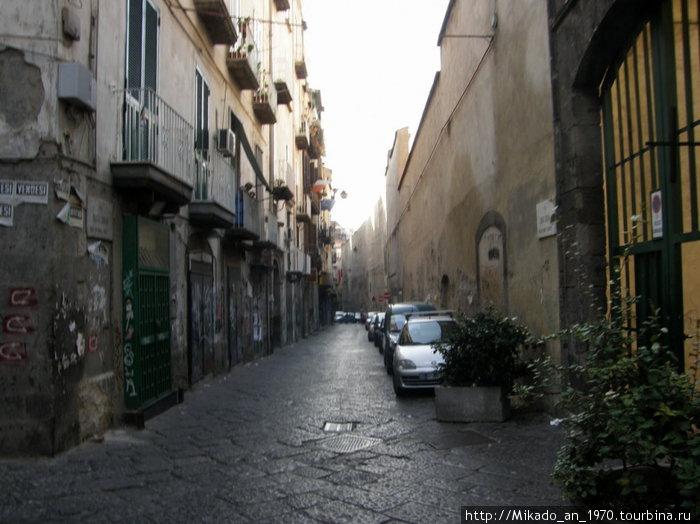 Утренняя улица в Неаполе