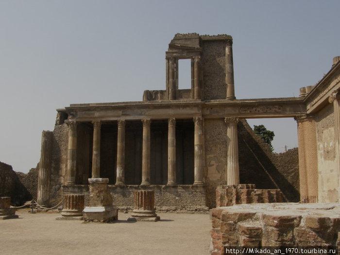 Помпеи — зал городского суда