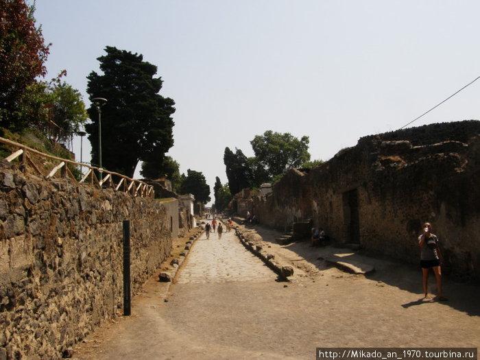 Пустынная улица в Помпеи