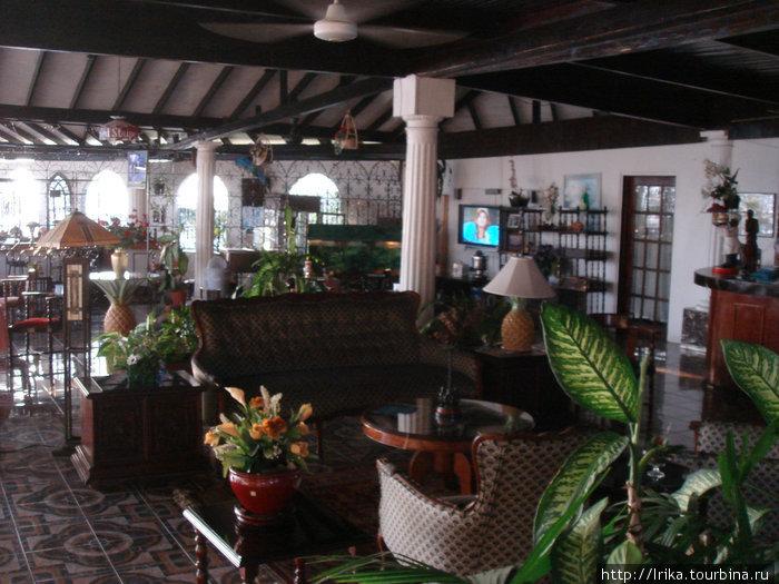 Отель на холме, откуда открывается захватывающий вид на Монтего-Бэй