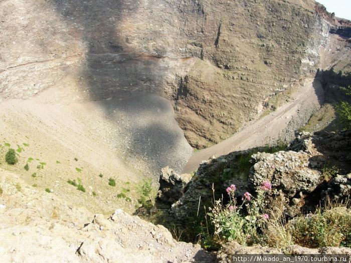 Дно кратера