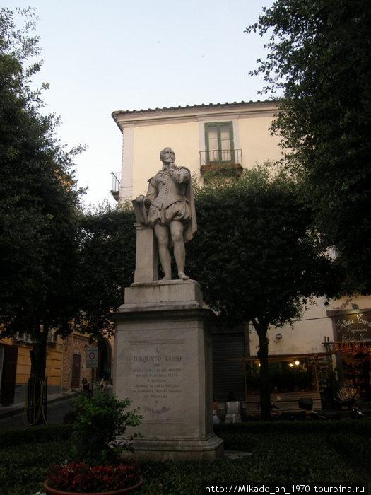 Памятник Тассо в Соренто