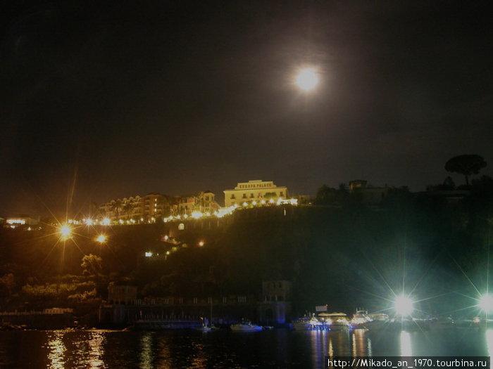 Ночной Соренто, вид из Марина Пикколо