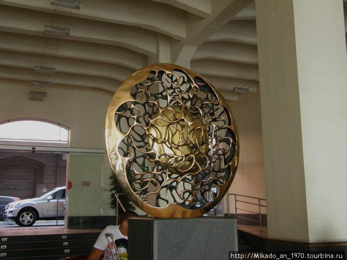Элемент декора в порту Неаполя