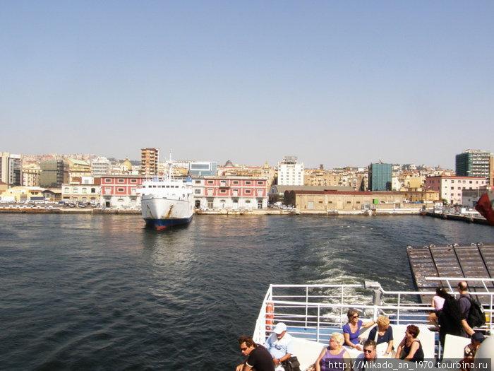 Неапольский порт за кормой