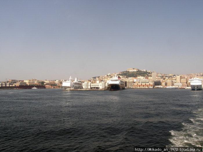 Выход из Неапольского порта