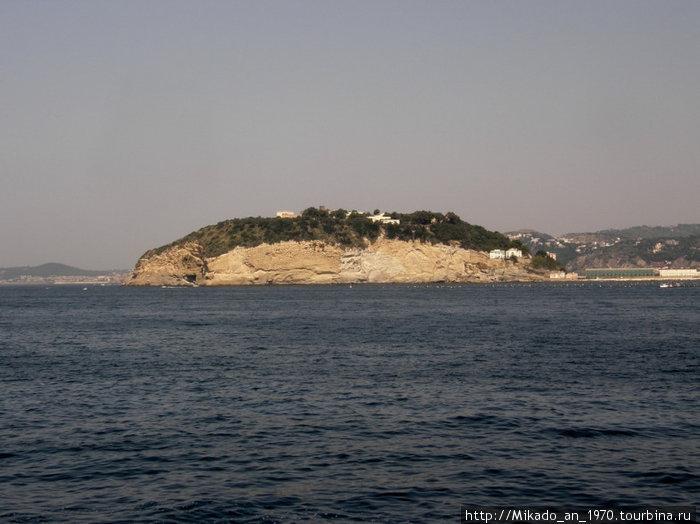Остров-полуостров в Неаполитанском заливе