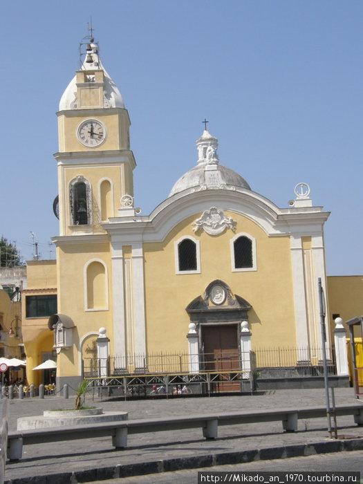 Желтая церковь на Прочиде, почти как в Соренто