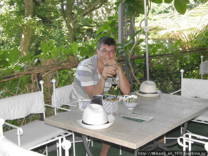 В кафе сада Ла Мортелла