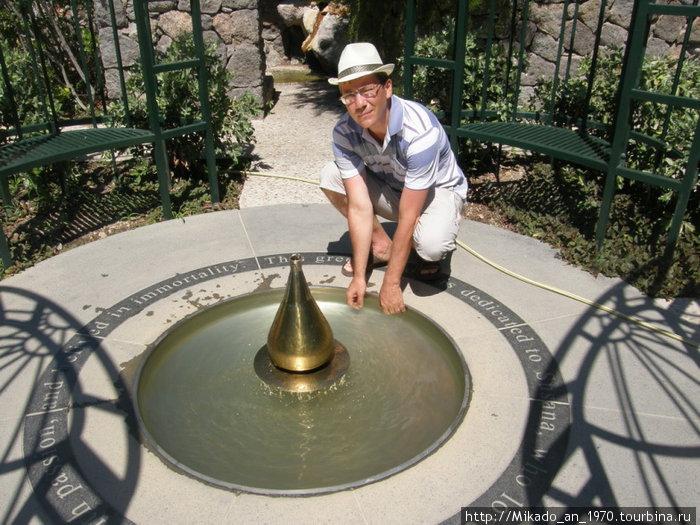 Я, возле фонтана