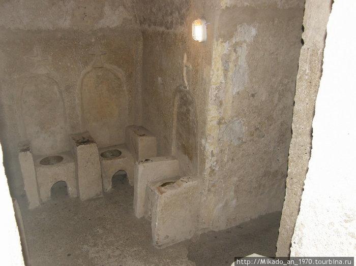 Монастырь, бывший ране в замке