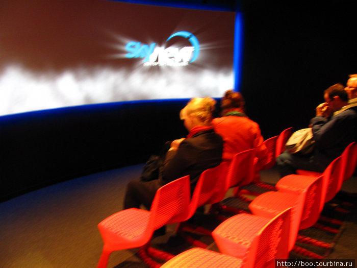 Перед подъёмом вам покажут фильм о Globen и о SkyView.