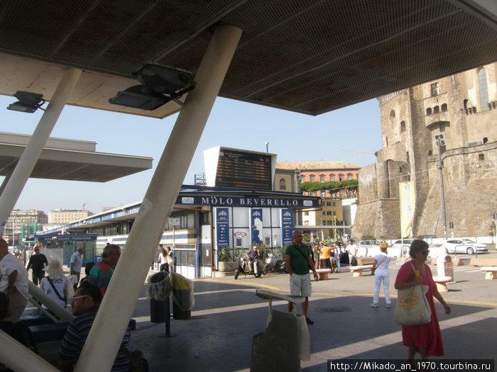 Неапольский порт MOLO BEVERELLO