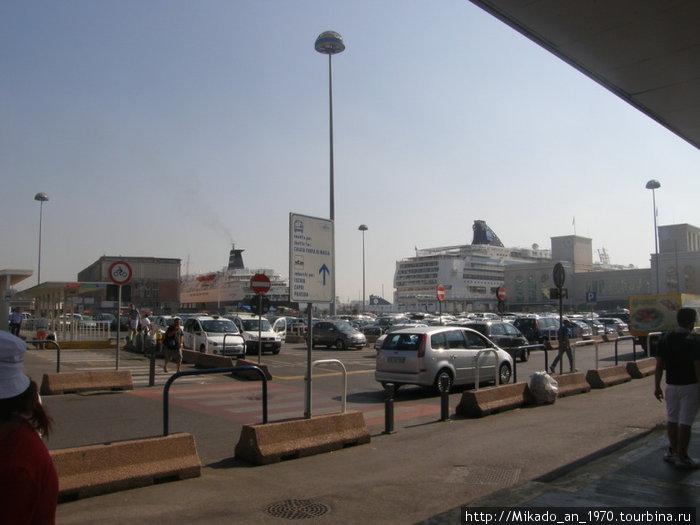 Вид на порт и океанские лайнеры