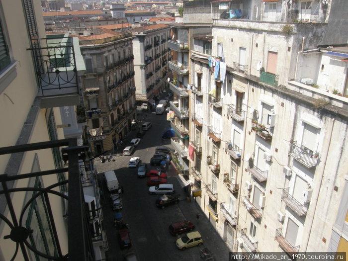 Неапольская улица — вид из отеля