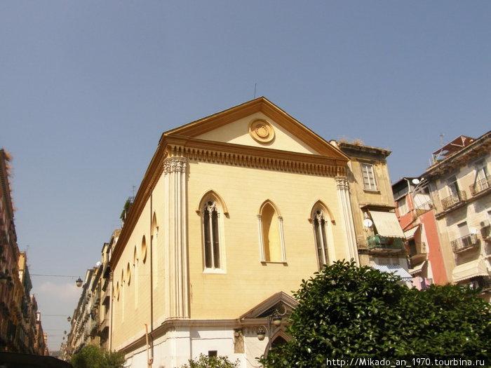 Желтое здание