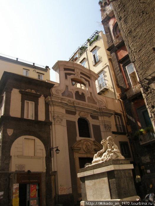 Скульптура в Неаполитанском дворике