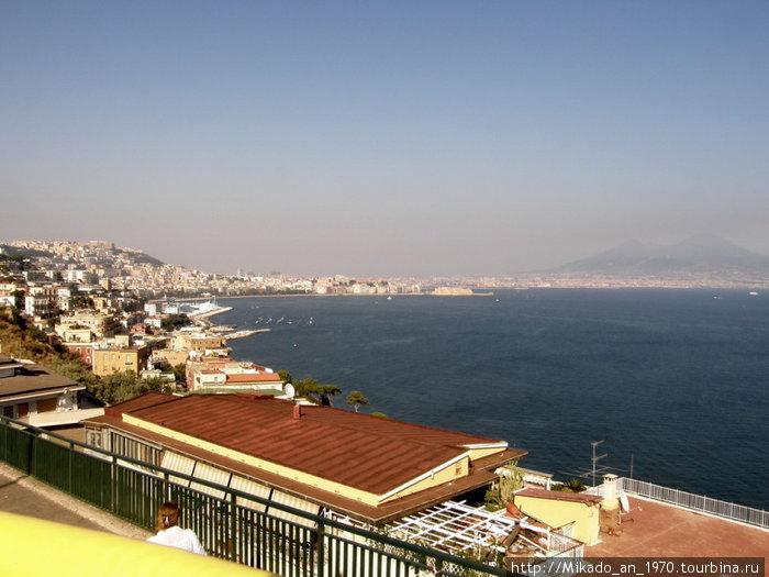 Неаполитанский залив с Везувием вдали