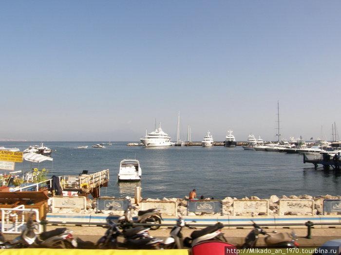 Один из небольших портов в Неаполе