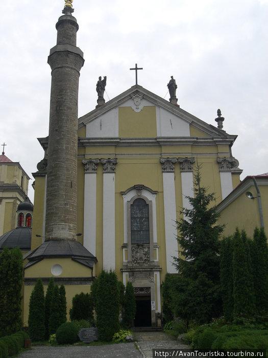 Вход в Кафедральный собор