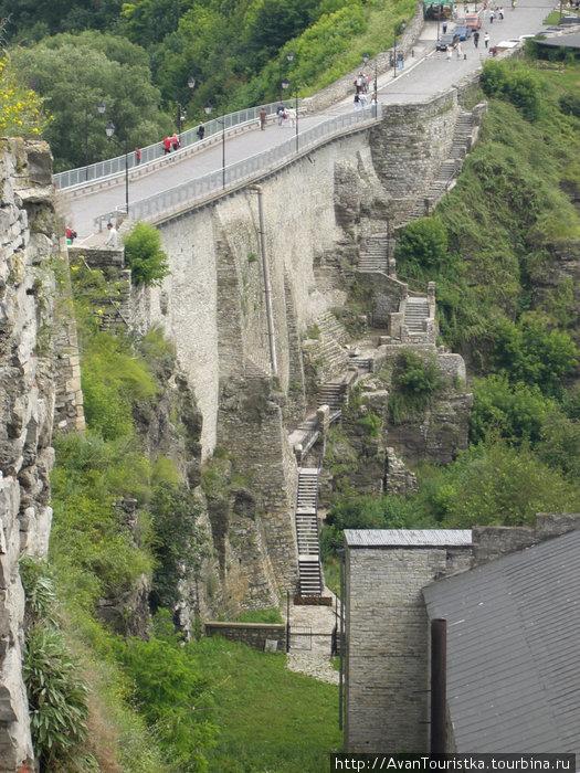 Вид на Замковый мост, ведущий к Замку