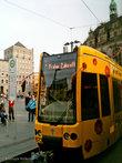 трамвай идет прямиком в Счастливое будущее (нем. Frohe Zukunft)