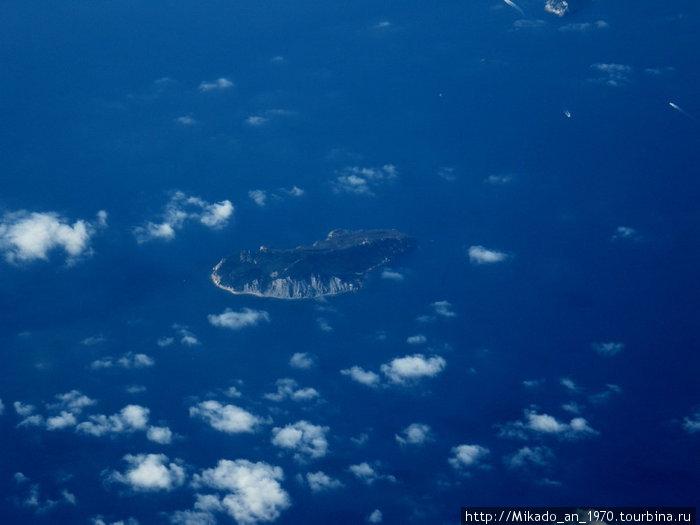 Еще один островок там же