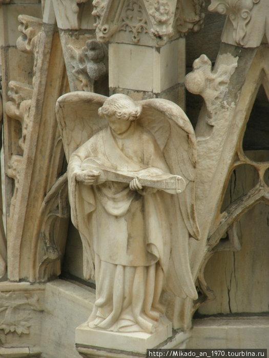Каменный ангел на крыше Дуомо
