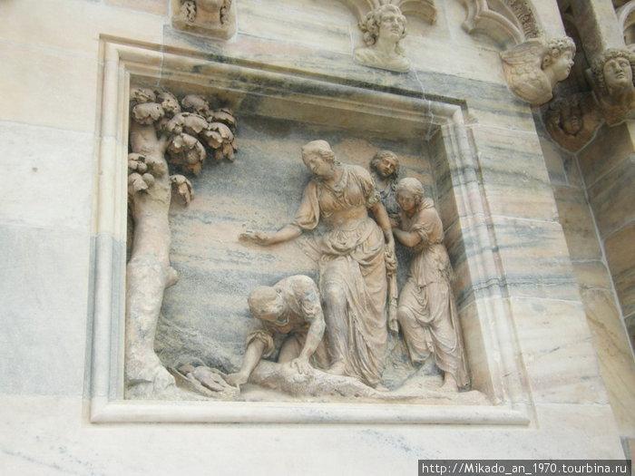 Каменный барельеф на библейские мотивы