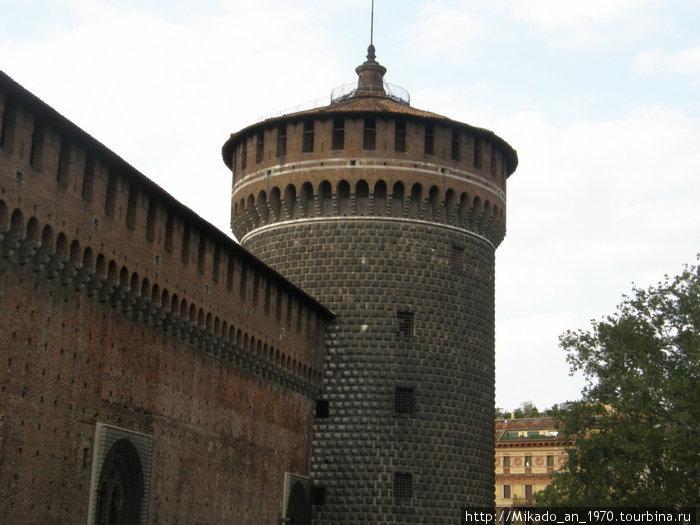 Правая башня замка Сфорца