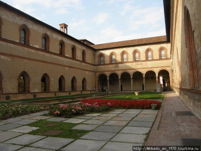 Солнечный дворик в замке Сфорца