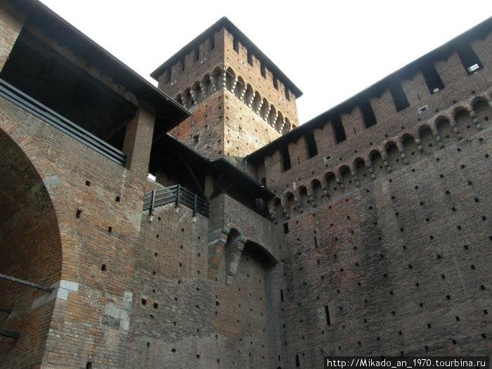 Угол стен и башня
