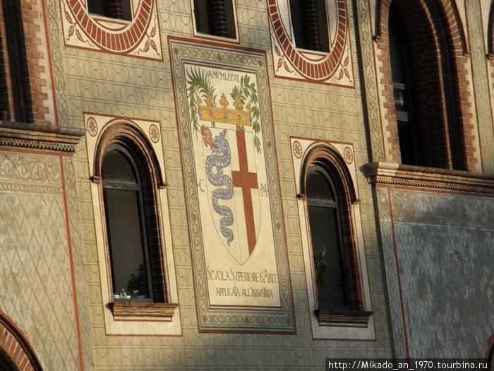 Герб Милана в замке
