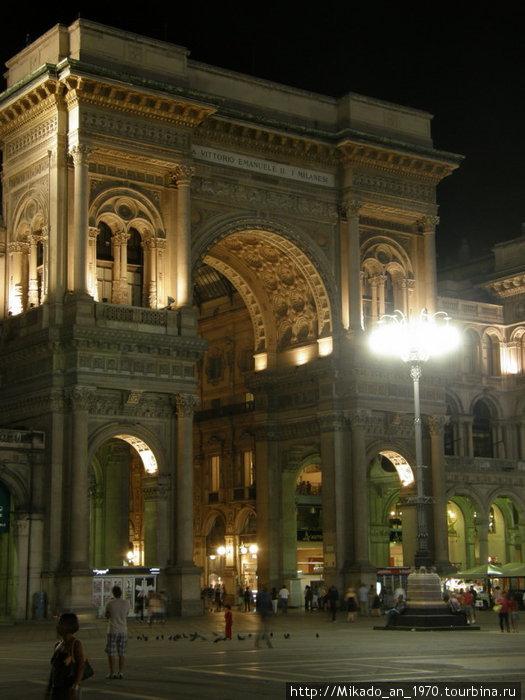 Галерея Умберто ночью