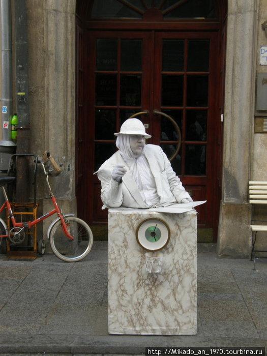 Живая скульптура в Кракове