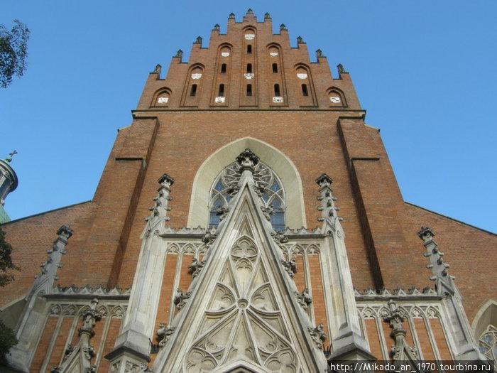 Фасад костела в Кракове