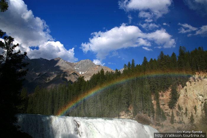 Водопад Wapta falls.