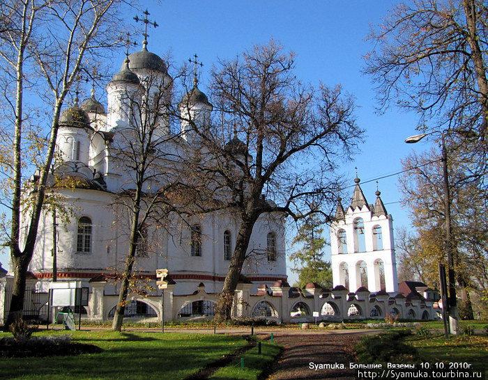 Самым старым зданием на территории музея-заповедника является Церковь Преображения. Первоначально церковь называлась Живоначальной Троицы. Построена она в 1598 году Борисом Годуновым.