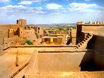 Касба Таурирт, отличный пример древних построек Марокк. Используется как музей для туристов, за небольшую плату можно нанять проводника. Нам попался мужичок отлично говорящий по русски, учился в СССР.