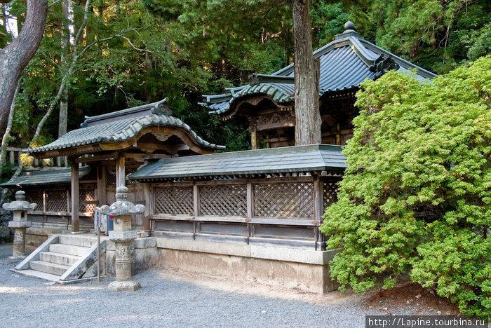 На Коя-сан, но вне кладби