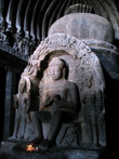 Знаменитая буддистская акустическая пещера — здесь хорошо слышен даже шёпот.