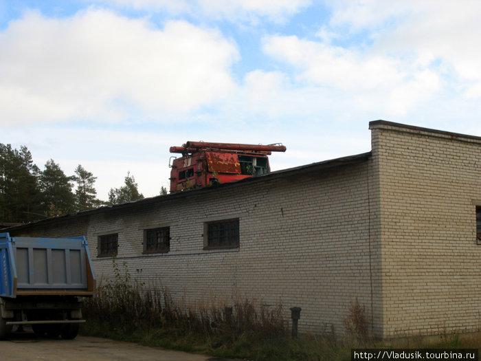 Пожарная машина на крыше