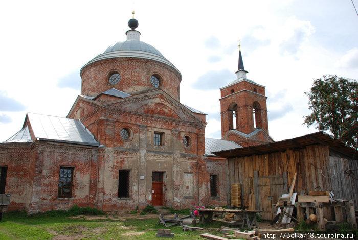 Церковь в Никола-Ленивце