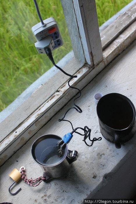 Чай утром и вечером- приятное занятие. Вообще кипятильник полезная вещь в любом путешествии...
