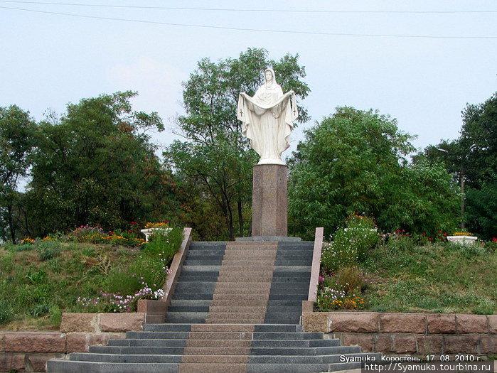 Памятник Покровы Божьей Матери.