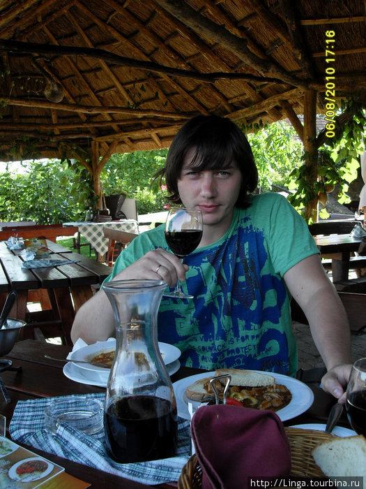Литр шопронского вина в переводе на наши деньги — 215 рублей.